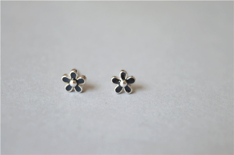 Small Black Flower Stud Earrings 925 Sterling Silver Filled Tiny Pair D25
