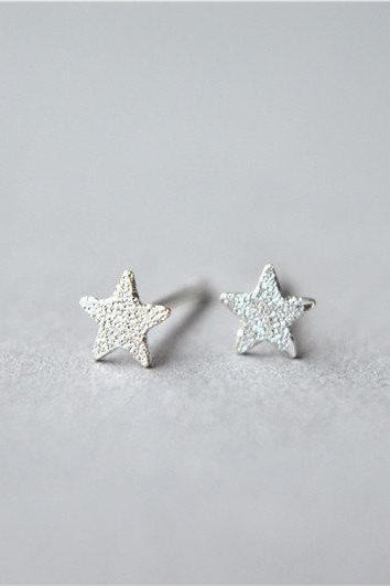 Silver star stud earrings, tiny thin pieces, perfect for daily wear, 925 sterling silver made (D76)