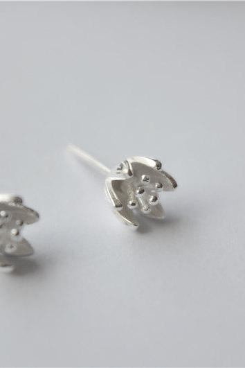 Silver flower studs, vivid tulipshape, sterling silver made(D213)