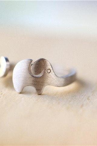 Silver Elephant ring, plain silver tiny ring, simple and clean, one size suits all (JZ31)